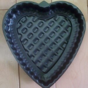 NON-STICK HEART SHAPED CAKE PAN