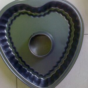 NON-STICK FUNNEL HEART CAKE TIN