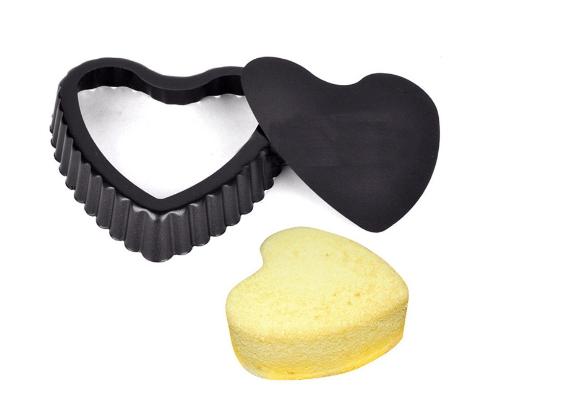 NON-STICK MINI HEART TART PAN WITH LOOSE BASE